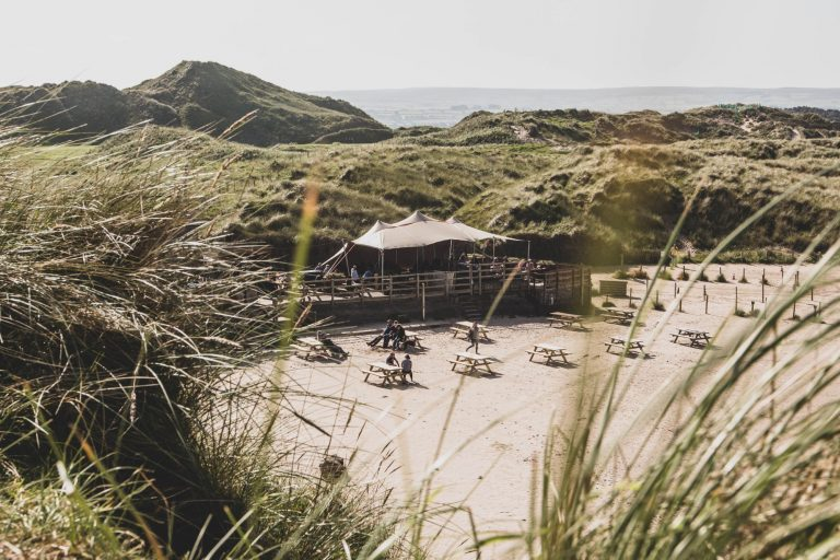 Portstewart : déjeuner les pieds dans le sable au Harry's Shack