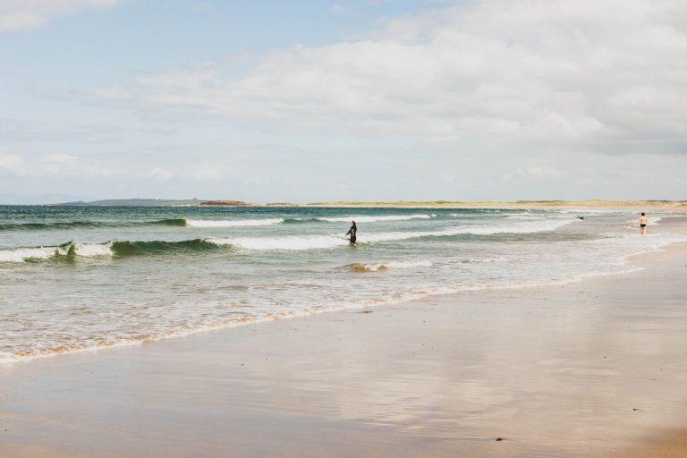 Surfer en Irlande : 5 spots incontournables